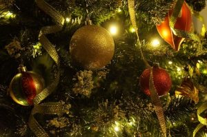 How to Decorate a Christmas Tree without the Need of a Professional Designer