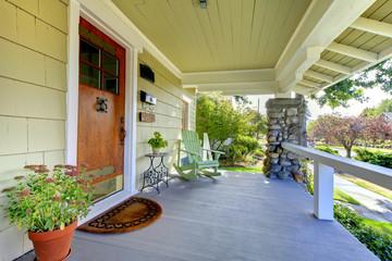 feng shui front door: clear pathways on front doors